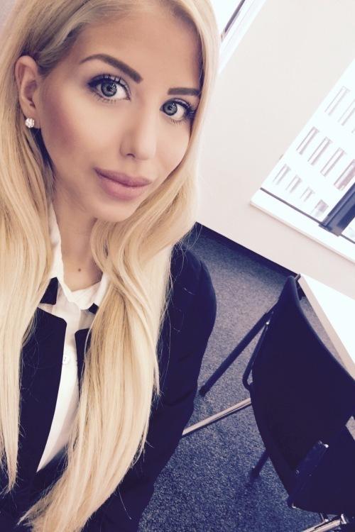 Chiara aus Frankfurt Haarfarbe: blond (hell), Augenfarbe: grün, Größe: 171