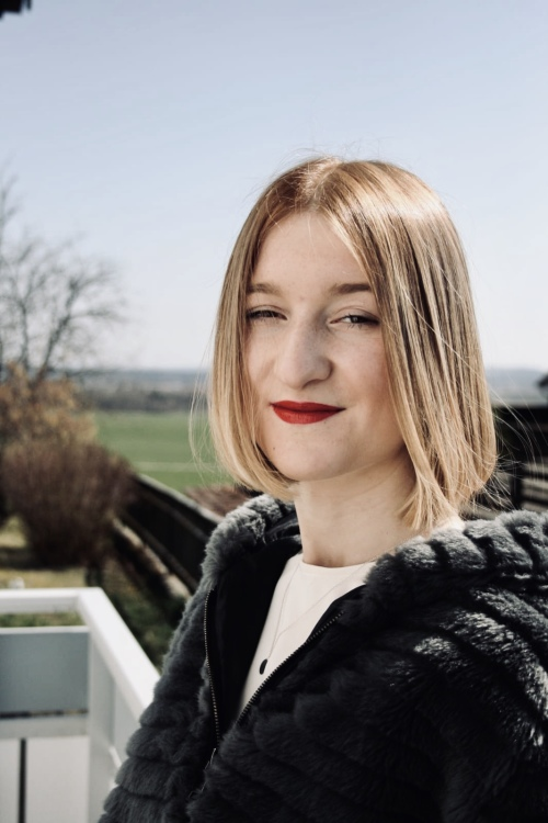 Model Ella-Lisa aus Köln Haarfarbe: blond (dunkel)
