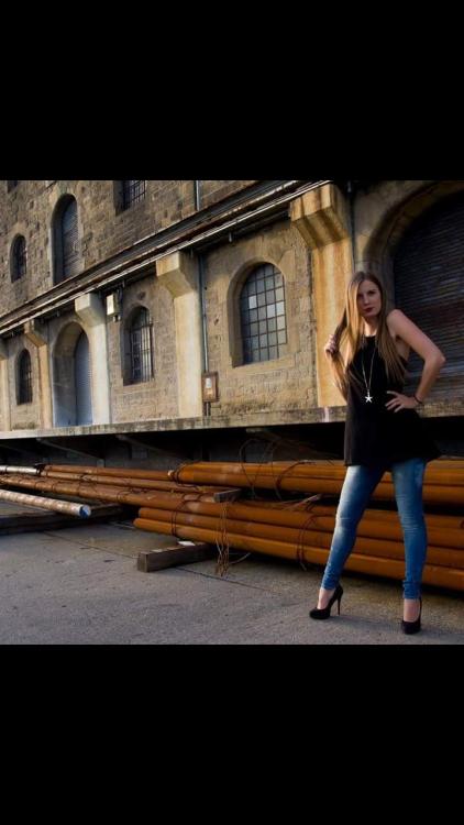 Model Melanie aus Frankfurt Haarfarbe: blond (dunkel)
