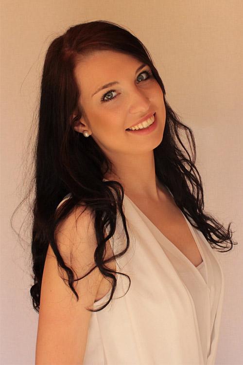 Irmgard aus Augsburg Haarfarbe: schwarz, Augenfarbe: blau-gr�n, Gr��e: 180, Deutsch: Muttersprache, Englisch: Fliessend, Franz�sisch: nein, Spanisch: leichte Konversation