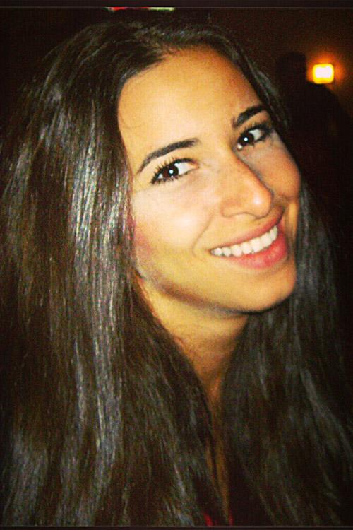 Sira aus Frankfurt Haarfarbe: braun (dunkel), Augenfarbe: braun, Größe: 167