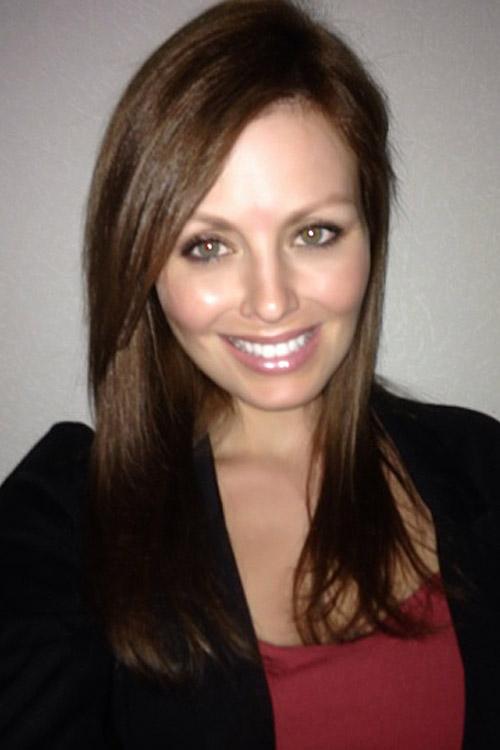 Julia aus Frankfurt Haarfarbe: blond (dunkel), Augenfarbe: grün, Größe: 167