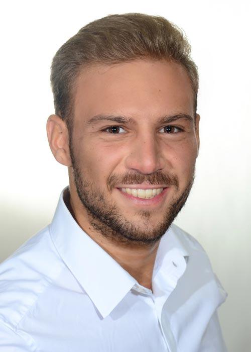Izzet aus D�sseldorf Haarfarbe: blond (dunkel), Augenfarbe: braun, Gr��e: 177, Deutsch: Muttersprache, Englisch: Fliessend, Franz�sisch: nein, Spanisch: nein