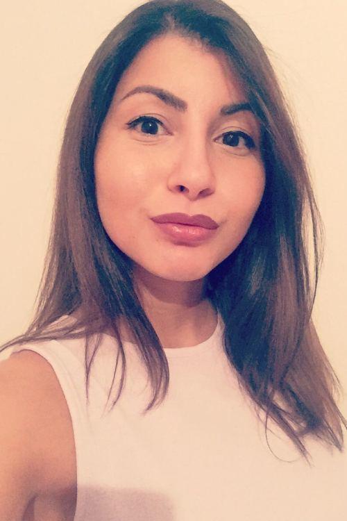 Model Mouna aus Bochum Haarfarbe: braun (mittel)