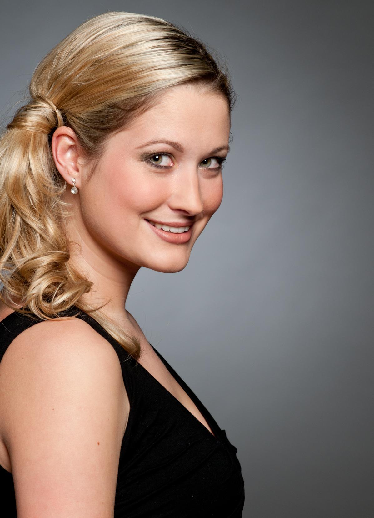 Mira aus Hannover Haarfarbe: blond (mittel), Augenfarbe: gr�n, Gr��e: 174, Deutsch: Muttersprache, Englisch: Fliessend, Franz�sisch: nein, Spanisch: leichte Konversation