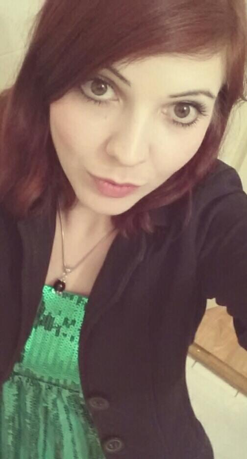 Natanella aus Leipzig Haarfarbe: rot (braun), Augenfarbe: braun, Größe: 163, Deutsch: Muttersprache, Englisch: Fliessend, Französisch: leichte Konversation, Spanisch: nein