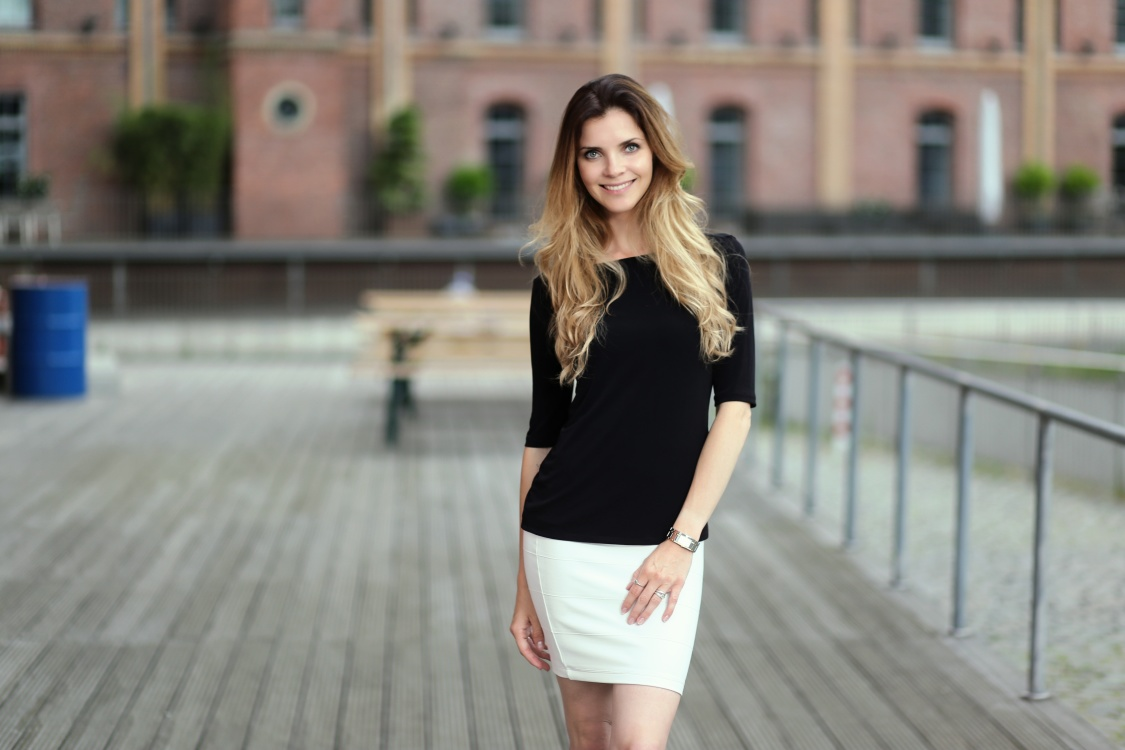 hostess Kasia , Studium: Gross und Aussenhandelskauffrau