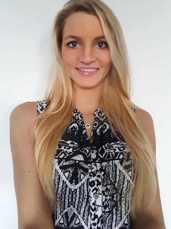 Jenny aus Kassel Haarfarbe: blond (hell), Augenfarbe: blau, Größe: 180