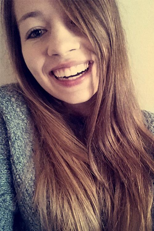 Eva Maria aus N�rnberg Haarfarbe: blond (mittel), Augenfarbe: blau-gr�n, Gr��e: 164, Deutsch: Muttersprache, Englisch: Fliessend, Franz�sisch: nein, Spanisch: nein