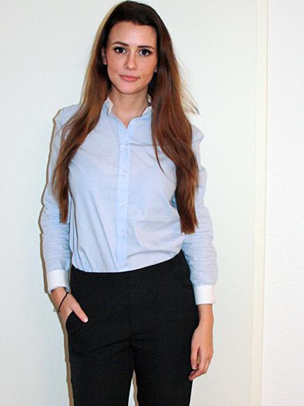 Stefanie aus Stuttgart Haarfarbe: braun (mittel), Augenfarbe: blau, Größe: 168, Deutsch: Muttersprache, Englisch: Fliessend, Französisch: leichte Konversation, Spanisch: nein