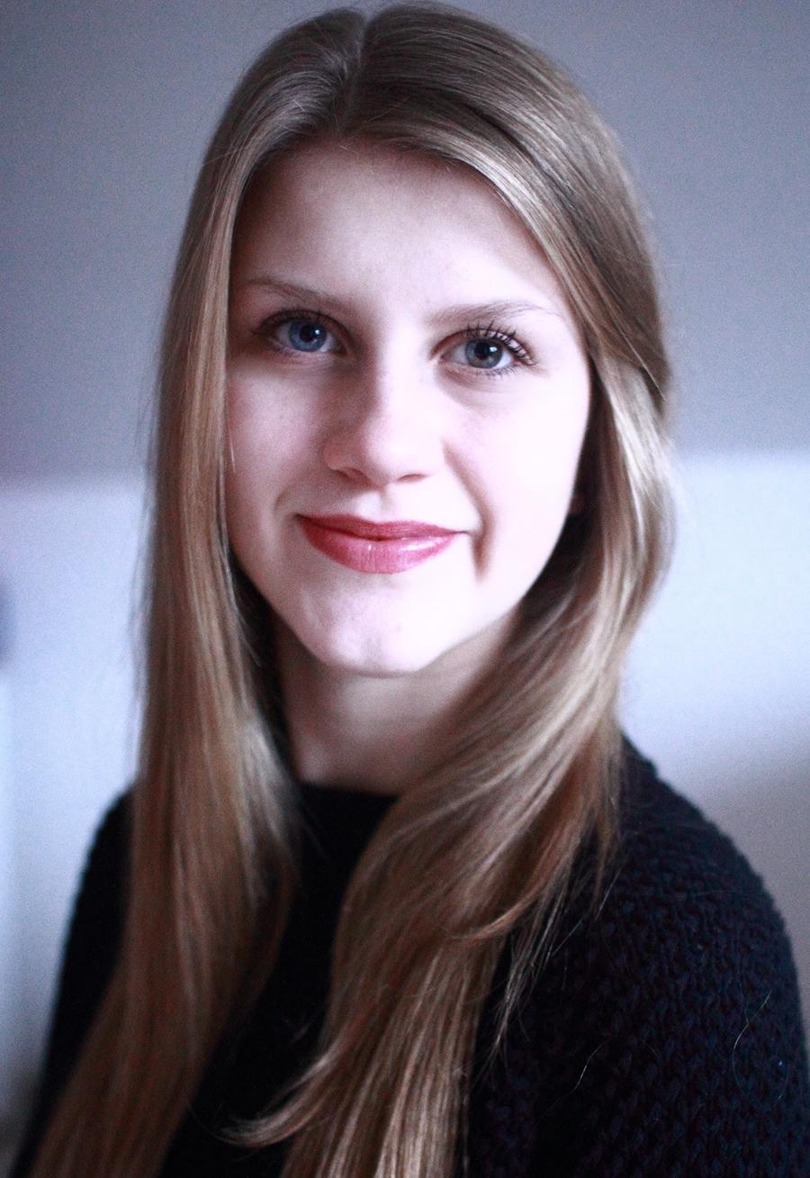 Julia aus Frankfurt Haarfarbe: blond (mittel), Augenfarbe: blau-gr�n, Gr��e: 171, Deutsch: Muttersprache, Englisch: Fortgeschritten, Franz�sisch: Fortgeschritten, Spanisch: leichte Konversation