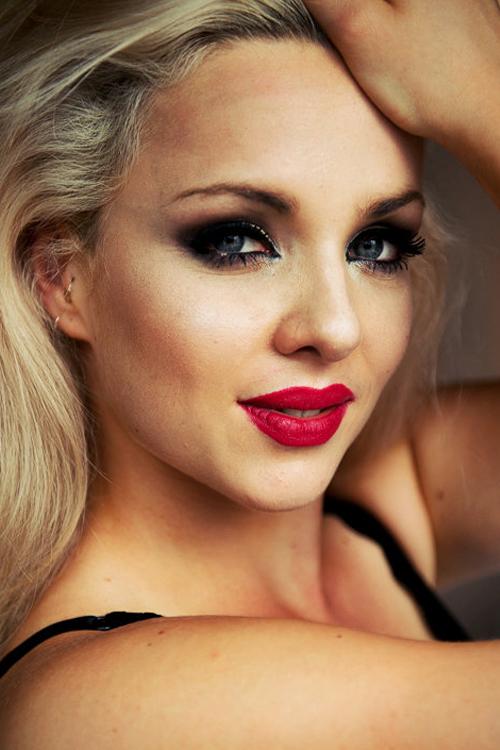 Anika aus Jena Haarfarbe: blond (mittel), Augenfarbe: blau-grün, Größe: 170