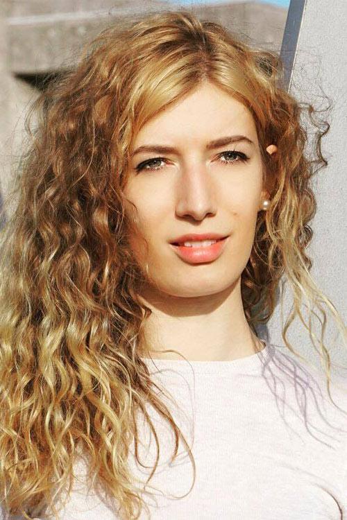 Melanie aus Hamburg Haarfarbe: blond (mittel), Augenfarbe: blau-gr�n, Gr��e: 178, Deutsch: Muttersprache, Englisch: Fliessend, Franz�sisch: leichte Konversation, Spanisch: Fortgeschritten