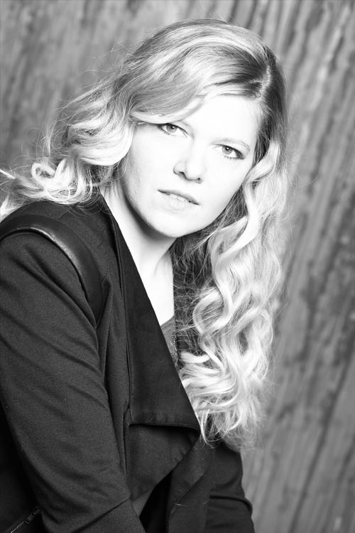 Anna aus D�sseldorf Haarfarbe: blond (hell), Augenfarbe: blau-gr�n, Gr��e: 170, Deutsch: Muttersprache, Englisch: Fliessend, Franz�sisch: leichte Konversation, Spanisch: nein