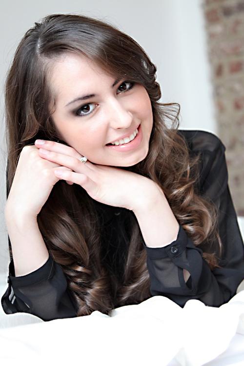 Adelia aus D�sseldorf Haarfarbe: braun (mittel), Augenfarbe: braun, Gr��e: 173, Deutsch: Muttersprache, Englisch: Fliessend, Franz�sisch: nein, Spanisch: nein