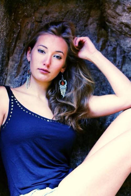Sonia aus Frankfurt Haarfarbe: blond (dunkel), Augenfarbe: braun-grün, Größe: 167