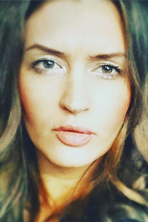 Model Elena aus Düsseldorf Haarfarbe: braun (hell)