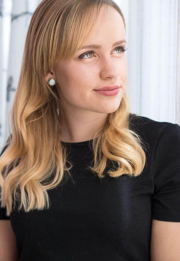 Sophia aus Leipzig Haarfarbe: blond (mittel), Augenfarbe: grün, Größe: 164, Deutsch: Muttersprache, Englisch: Fliessend, Französisch: nein, Spanisch: nein