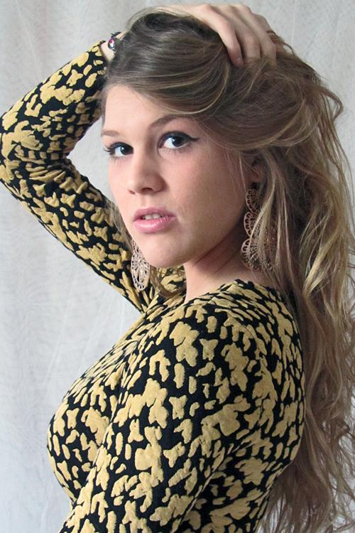 Kim aus Wedemark Haarfarbe: blond (mittel), Augenfarbe: braun-gr�n, Gr��e: 176, Deutsch: Muttersprache, Englisch: Fliessend, Franz�sisch: Fortgeschritten, Spanisch: nein
