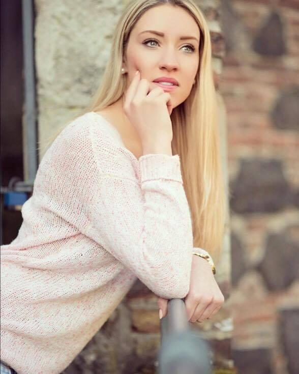 Jacqueline aus Siegburg Haarfarbe: blond (hell), Augenfarbe: blau-grau, Gr��e: 173, Deutsch: Muttersprache, Englisch: Fortgeschritten, Franz�sisch: nein, Spanisch: nein