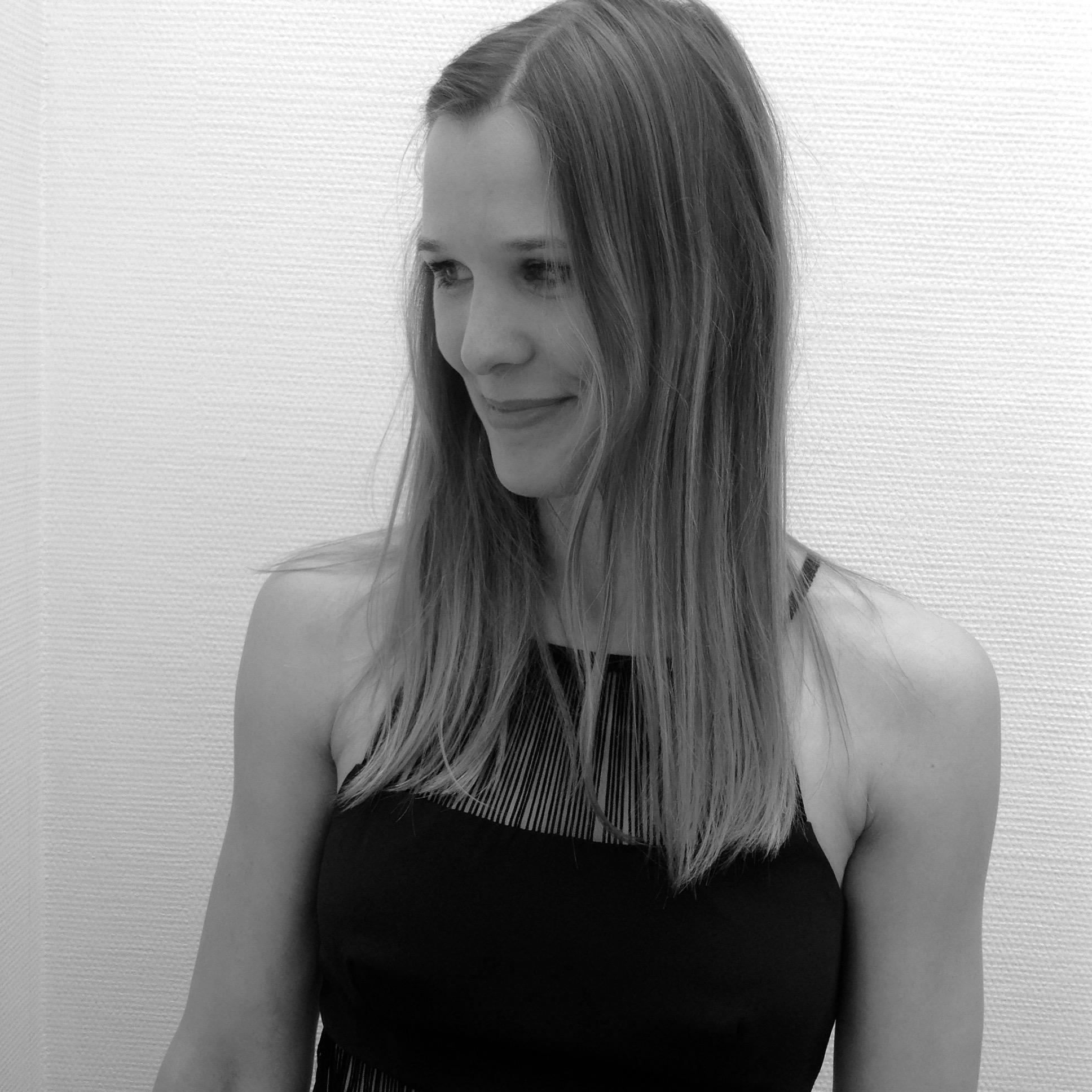 Kristina aus Hamburg Haarfarbe: blond (dunkel), Augenfarbe: gr�n-grau, Gr��e: 173, Deutsch: Muttersprache, Englisch: Fliessend, Franz�sisch: leichte Konversation, Spanisch: Fortgeschritten