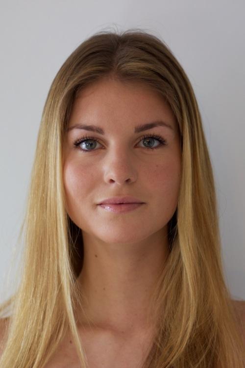 hostess Laura, Studium: Medien und Kommunikation