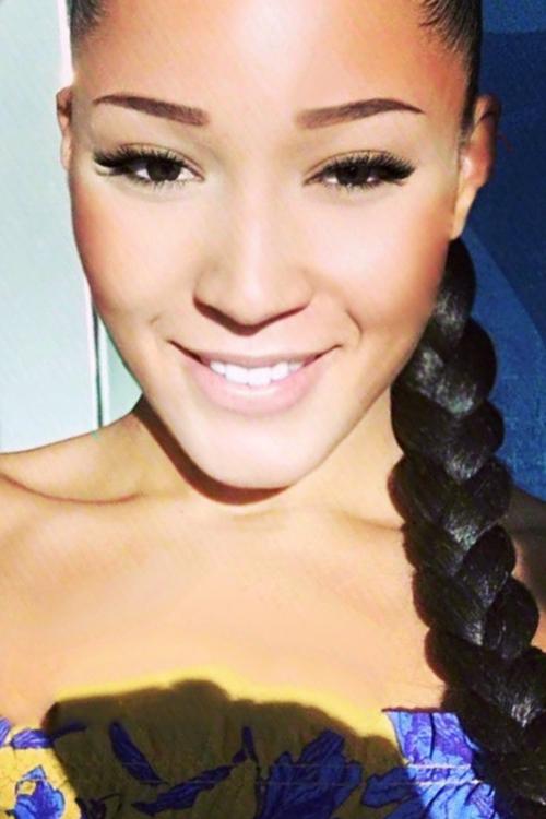 Xalia aus Berlin Haarfarbe: braun (dunkel), Augenfarbe: braun, Gr��e: 174, Deutsch: 0, Englisch: , Franz�sisch: , Spanisch: