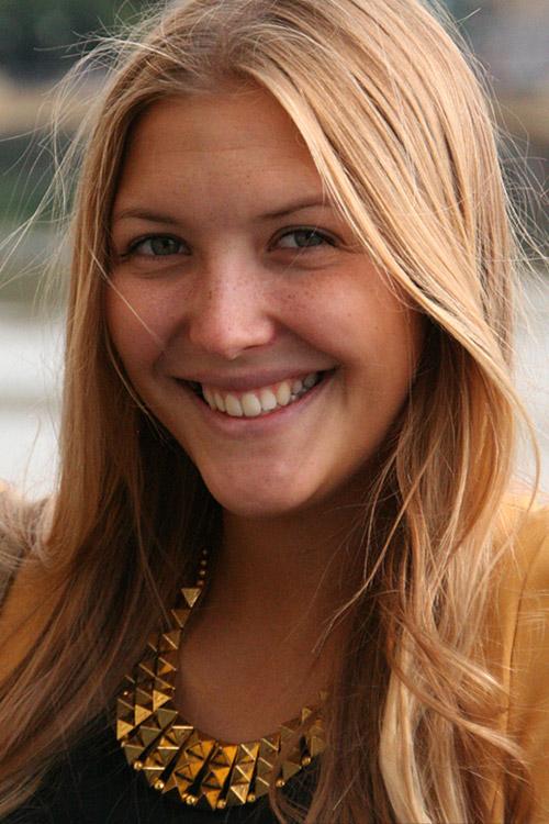 Lisa aus M�nchen Haarfarbe: blond (dunkel), Augenfarbe: blau-gr�n, Gr��e: 174, Deutsch: 0, Englisch: , Franz�sisch: , Spanisch: