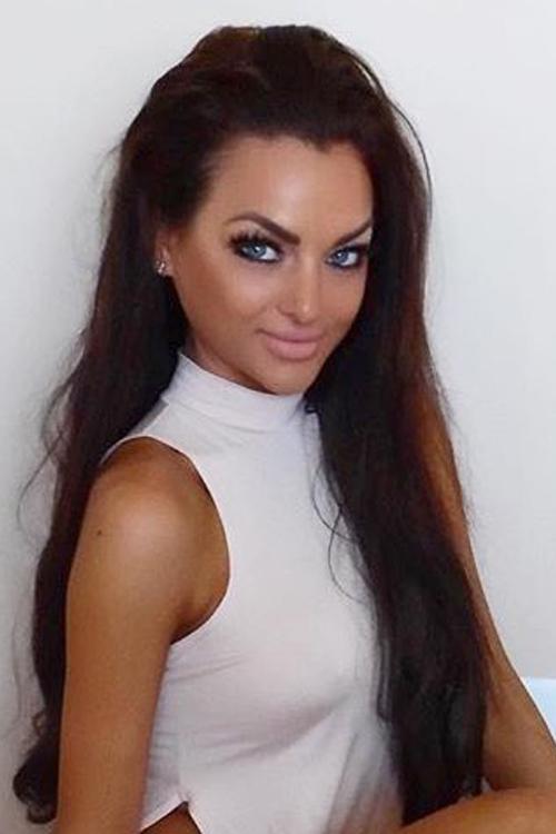 Model Bianca  aus München  Haarfarbe: braun (mittel)