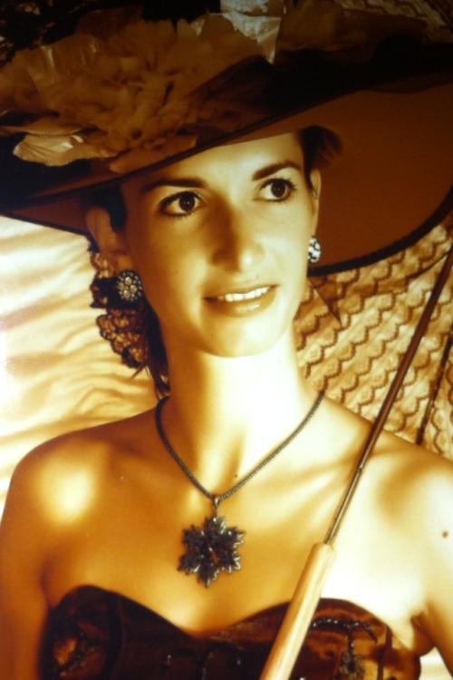 Lena aus Nürnberg Haarfarbe: braun (dunkel), Augenfarbe: braun, Größe: 165, Deutsch: 0, Englisch: , Französisch: , Spanisch: