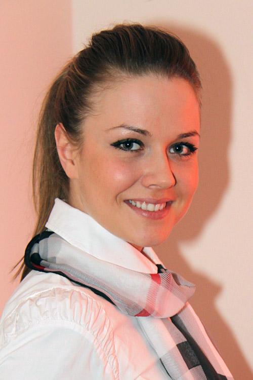 Kristina aus Hannover  Haarfarbe: blond (hell), Augenfarbe: braun-grün, Größe: 168, Deutsch: 0, Englisch: , Französisch: , Spanisch: