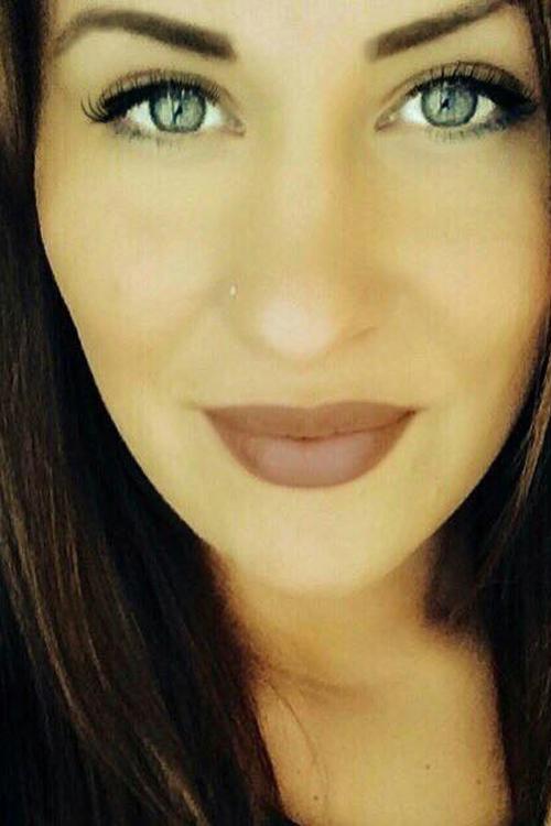 Laura aus Wuppertal  Haarfarbe: braun (mittel), Augenfarbe: gr�n-grau, Gr��e: 170, Deutsch: 0, Englisch: , Franz�sisch: , Spanisch: