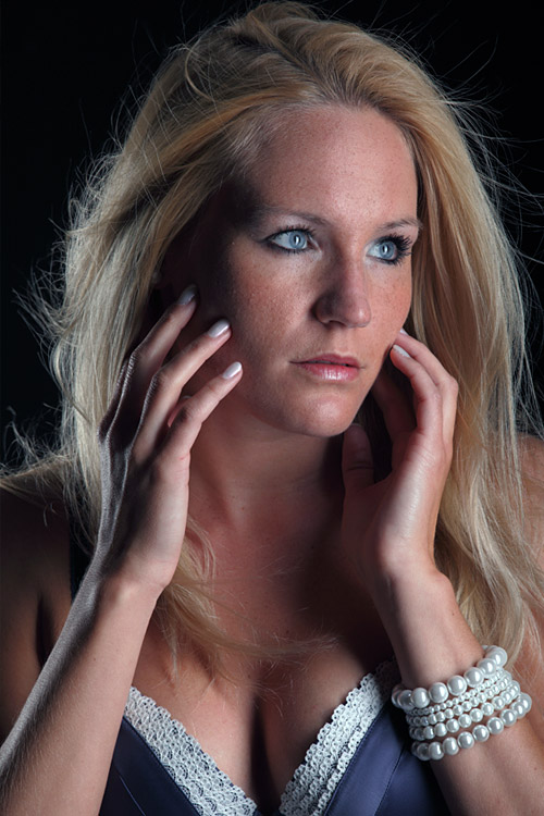 Model Carina aus Düsseldorf Haarfarbe: blond (mittel)