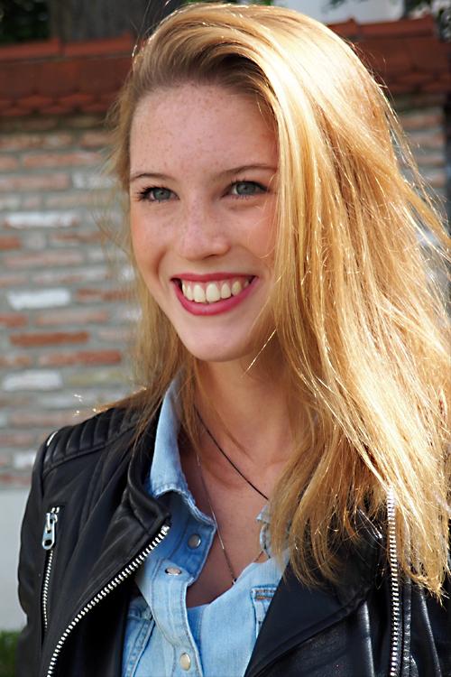 Melina aus Kempten Haarfarbe: blond (dunkel), Augenfarbe: blau-gr�n, Gr��e: 170, Deutsch: 0, Englisch: , Franz�sisch: , Spanisch:
