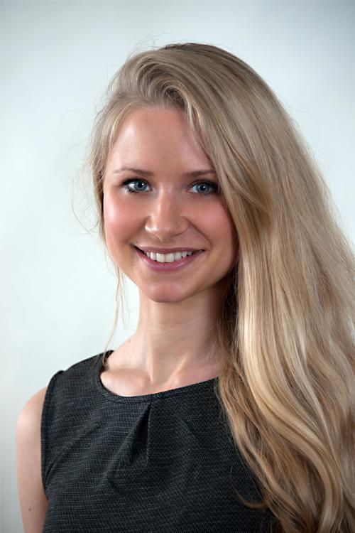 Ariane aus Hamburg Haarfarbe: blond (hell), Augenfarbe: blau, Größe: 167, Deutsch: 0, Englisch: , Französisch: , Spanisch: