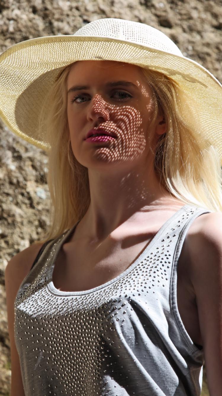 Caroline aus M�nchen Haarfarbe: blond (hell), Augenfarbe: blau-gr�n, Gr��e: 172, Deutsch: 0, Englisch: , Franz�sisch: , Spanisch:
