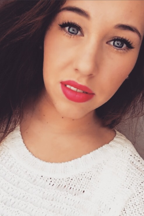 Chiara Diana aus Braunschweig Haarfarbe: braun (mittel), Augenfarbe: blau, Größe: 164, Deutsch: 0, Englisch: , Französisch: , Spanisch: