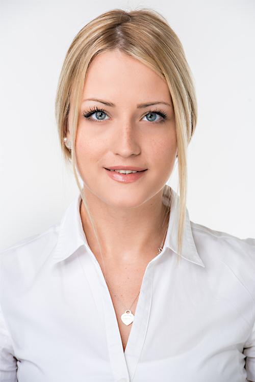 Josephine aus Frankfurt Haarfarbe: blond (mittel), Augenfarbe: blau, Größe: 171