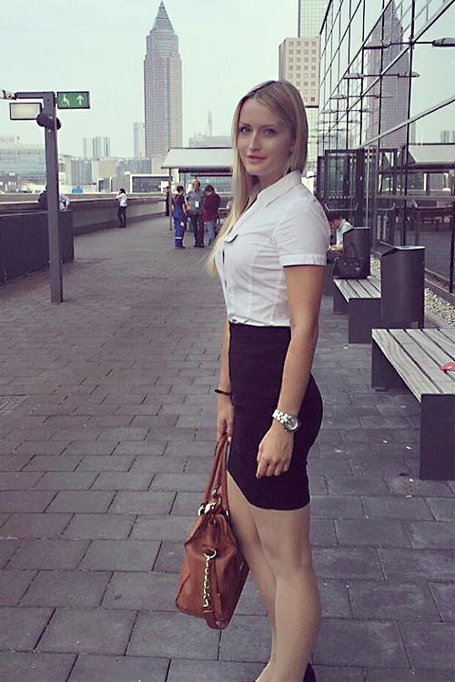 Hostess Josephine aus Frankfurt, Nationalität deutsch-kroatisch, Haarfarbe blond (mittel)