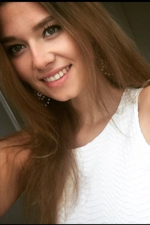 hostess Anna, Studium: Medien und Kommunikation