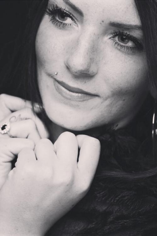 Janine aus Kusterdingen Haarfarbe: braun (dunkel), Augenfarbe: blau-gr�n, Gr��e: 170, Deutsch: 0, Englisch: , Franz�sisch: , Spanisch: