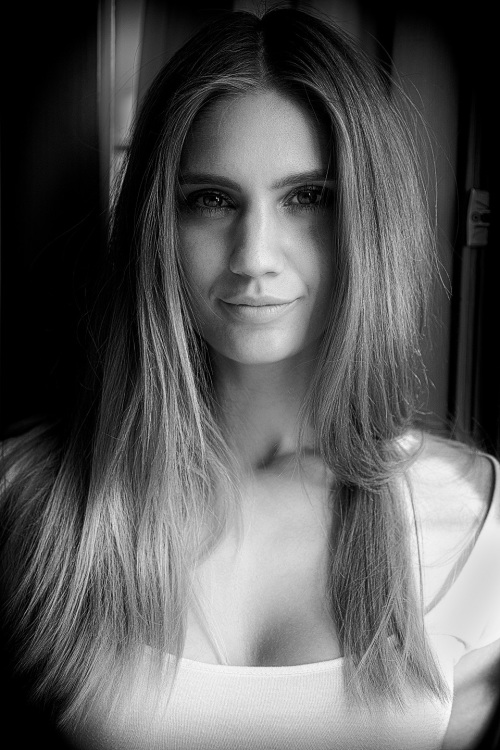 Model Mia  aus Falkensee  Haarfarbe: blond (mittel)