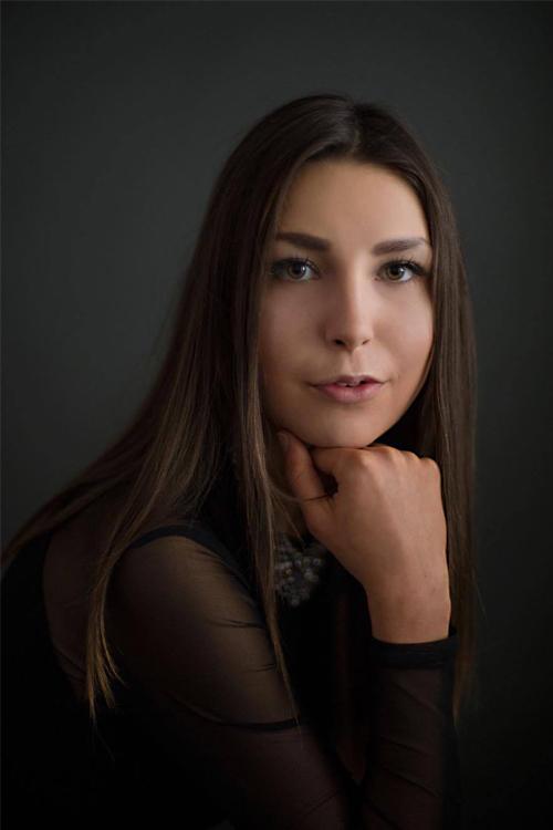 Sarah aus Bergheim Haarfarbe: braun (dunkel), Augenfarbe: braun, Gr��e: 176, Deutsch: 0, Englisch: , Franz�sisch: , Spanisch: