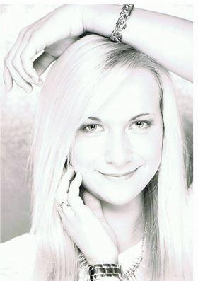 Laura aus Gelsenkirchen Haarfarbe: blond (mittel), Augenfarbe: blau, Gr��e: 173, Deutsch: 0, Englisch: , Franz�sisch: , Spanisch: