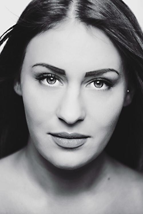 Laura  aus Wuppertal  Haarfarbe: braun (dunkel), Augenfarbe: gr�n-grau, Gr��e: 170, Deutsch: 0, Englisch: , Franz�sisch: , Spanisch: