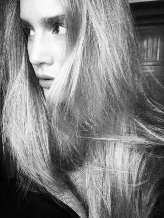 Leoni aus Waiblingen Haarfarbe: blond (hell), Augenfarbe: gr�n, Gr��e: 176, Deutsch: 0, Englisch: , Franz�sisch: , Spanisch: