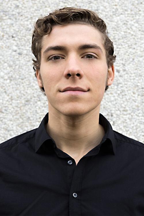 Roman aus Frankfurt Haarfarbe: blond (dunkel), Augenfarbe: braun, Größe: 194