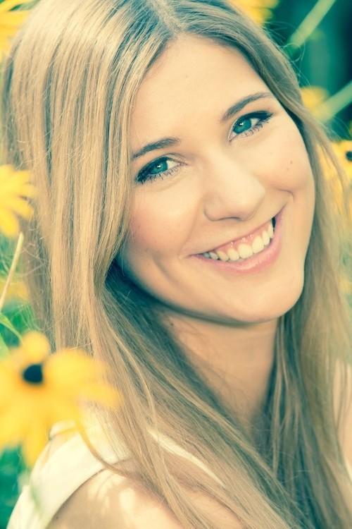 Mara aus Grevenbroich Haarfarbe: braun (hell), Augenfarbe: blau-grau, Gr��e: 174, Deutsch: 0, Englisch: , Franz�sisch: , Spanisch: