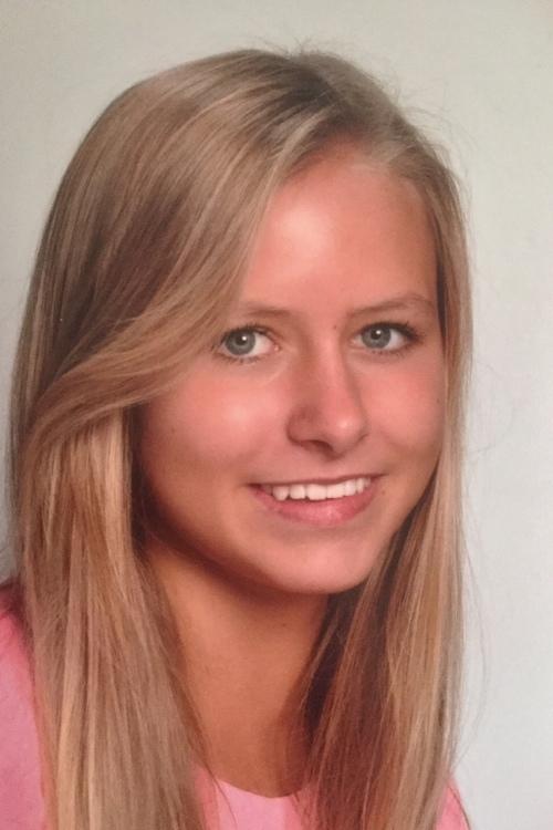 Hanna aus Kolbermoor Haarfarbe: blond (mittel), Augenfarbe: blau-grau, Gr��e: 171, Deutsch: 0, Englisch: , Franz�sisch: , Spanisch: