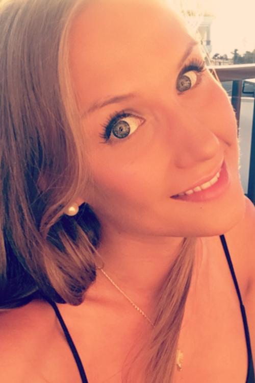 Janine aus Hannover Haarfarbe: blond (dunkel), Augenfarbe: blau-grau, Größe: 171, Deutsch: 0, Englisch: , Französisch: , Spanisch: